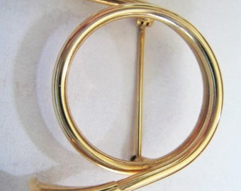 Gold Tone Musical Instrument Pin