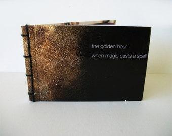 Sortilège Journal à la main, la poussière d'or recyclé, carnet de notes avec des couvertures cartonnées, couteau japonais lié livre OOAK