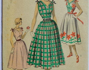 Vintage Advance 5627 Sewing Pattern Women's Sleeveless Dress 1950's