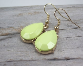 teardrop earrings faceted gold setting lemon lime color acrylic lightweight jewelry