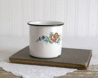 Vintage Enamel Cup, White Enamel Cup with Flowers, Vintage Farmhouse, Farmhouse Decor, Vintage Bathroom Decor