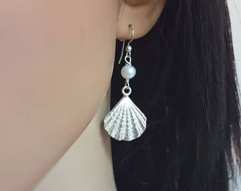 Silver seashell earrings, beach wedding earrings, freshwater pearl earrings dangle, ocean earrings