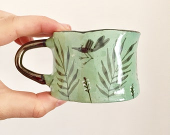 Petite tasse verte en ceramique oiseaux