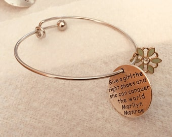 """Bracelet Charm """"Give a girl the right shoes and she can conquer the world"""" - Marilyn Monroe"""