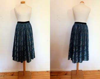 Folklore vintage skirt // 1980s womens skirt // vintage flower print skirt