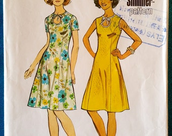 "Vintage 1973 dress sewing pattern - Simplicity 5678 - size 12 (34"" bust, 26.5"" waist, 36"" hip) - 1970's"