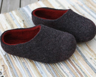 Felted wool slippers in Dark Grey with Burgundy inside. Made to order.