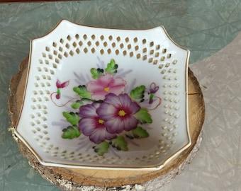Painted violet dish/red letter Japan/vintage