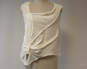 Asymmetrical off-white linen top, M size. Perfect for Summer.