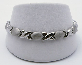 Romantic Kiss and  Hug - XOXO 14K White Gold  Bracelet - 7.25 inch , Sku B-1055