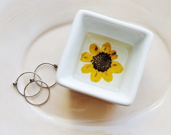 Black Eyed Susan Ring Dish, Real Flowers Bridal Gift, Wedding Dish, Jewelry Storage, Pressed Flower Jewelry Dish, Nature Lover Gift