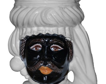 Moor's heads white line of Caltagirone's ceramic