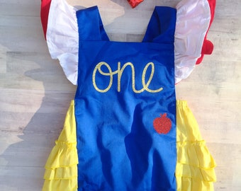 Snow White Birthday Outfit / Snow White Dress Up / Snow White Costume / Snow White Baby Romper / Snow White Shirt / First Birthday Outfit