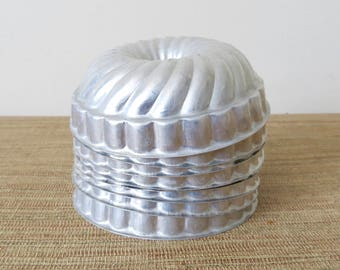 Vintage Metal Small Bundt Cake Pans - Individual Metal Gelatin Ring Molds (Set of 14 - Two Sizes)