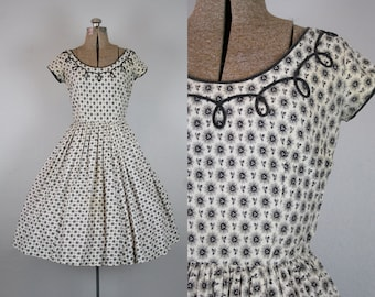1950's Black and White Cotton Floral Print Day Dress / Size Small