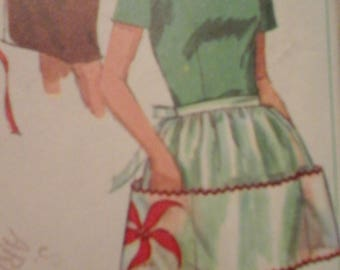 Simplicity 6808 Misses Set of Aprons & Potholder Pattern with original transfers, one size