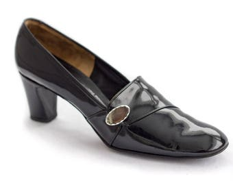 60s or 70s black patent leather pilgrim style heels SIZE 9 1/2