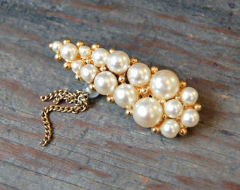 Pearl Brooch with Chain Tassel, Gold tone and faux pearl brooch, Faux Pearl Lapel Pin, Pearl Pin, Gift for Mom, Gift for Grandmother