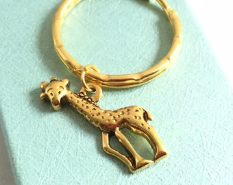 Gold Giraffe Keychain, Giraffe Keyring, Party Favor, Animal Jewelry, Safari Jewelry, Zoo Animal Keychain, Gold Keychain, Giraffe Lover Gift
