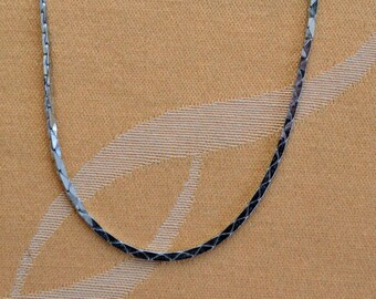 "Pretty Vintage Silver tone Chain Necklace, 15"" ((U3)"