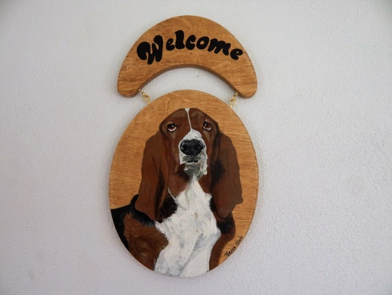 Welcome sign,Basset hound sign,dog welcome sign,basset hound painting,basset hound decor,sign for door,custom pet portrait,hand painted sign