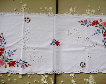 "Lovely,Vintage,Hungarian handmade ""Kalocsa""embroidered  doily,centerpiece,runner,flower pattern Cottage/Shabby Chic"