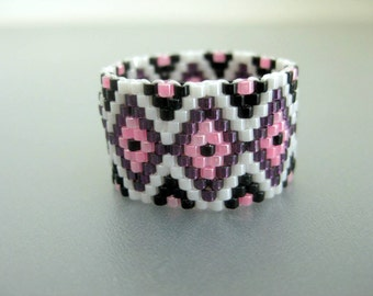 Peyote Ring / Beaded Ring in Wine, Pink, White and Black / Seed Bead Ring / Size 9 Ring / Peyote Band / Geometric Ring / Gift for Her