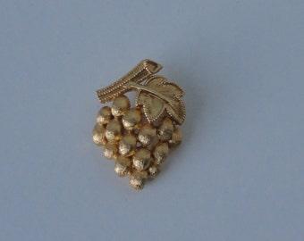 CROWN TRIFARI Gold Tone Grapes  Brooch