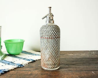 Vintage Seltzer Bottle, Vintage Soda Siphon Carafe, Siphon Seltzer Bottle, Home Coffee Bar Accessories, Wire Mesh and Glass Soda Dispenser