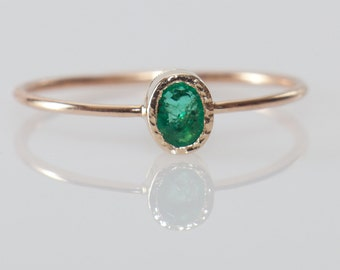Oval emerald ring in 14k gold, Emerald Engagement ring, Green Gemstone ring, Gift for Mom, gift for Sister, Dainty Emerald ring