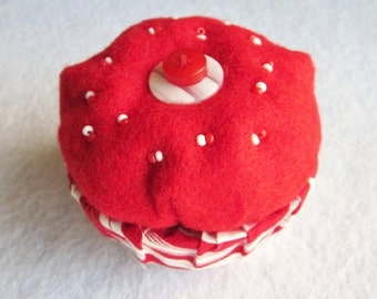 Cupcake Trinket Box, Felt Keepsake Box, Red and White Trinket Box, Felt Gift Box, Red Ring Box, Fabric and Felt Box, Vanity Storage Box