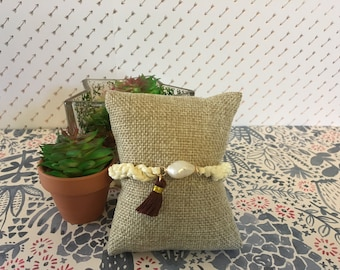 Ivory knitted bracelet with pearl and black tassel