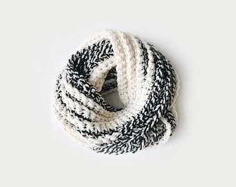 Infinity Scarf, Chunky Knit ⨯ The Léogâne ⨯ in BLACK / WHITE