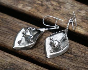 Frog On A Leaf Earrings, Silver Leaf Earrings, Sterling Silver Frog Earrings, Silver Dangle Earrings, Nature Earrings, Woodland Earrings