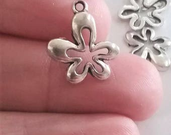 10 Retro Flower Charms Antique Silver Tone, Flower Charms, Retro Flower, 15mm, USA Seller, (C128-314)