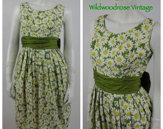 1950's Daisy Wiggle Dress - 50's Summer Cotton Dress - Spring Cocktail Dress - Daisy Printed Cotton - Green Cotton Sateen Bow - Size 4