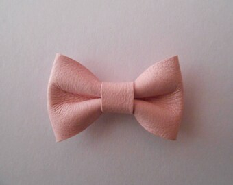 Mini pink leather knot pastel of 2 x 3 cms