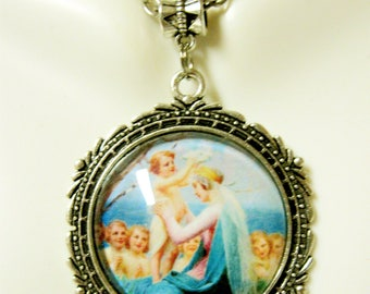 Crowning of a mother pendant and chain - AP25-097