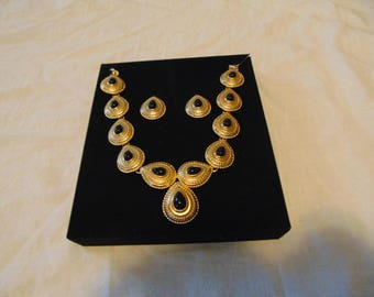 vintage unused monet signed necklace earring set black stones matte gold plated
