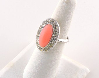 Size 5 - 7.5 Adjustable (sizer band) Silver Tone Oval Pink Rhinestone Ring With Accent Stones