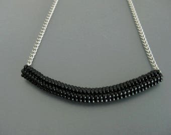 Beaded Necklace / Herringbone Necklace / Tube Necklace in Black / Beadwork Necklace  / Beadwoven /  Black Necklace / Seed Bead Necklace /