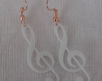 Treble clef earrings white