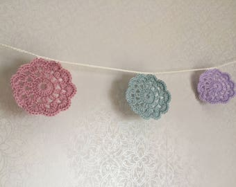 Large doily bunting