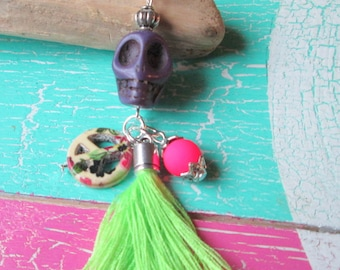 Pendant with skull * puff * peace * beads * pendants * Scull * Halloween