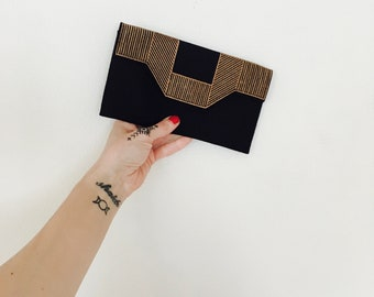 1990s black and beige embroidered envelope art deco inspired purse.// Onesize