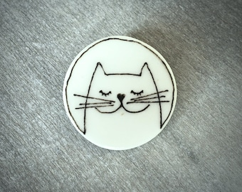 Ceramic happy cat brooch pin - Doodle ceramic porcelain happy cat with a heart noes pin