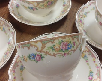 Set of 4 or 8 Cups & Saucers Mildred by MOUNT CLEMENS