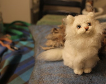 Needle felted white Cat. Handmade. Miniature soft sculpture, felted wild animals,