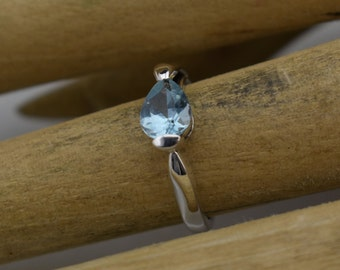 Beautiful Vintage Blue Topaz and Silver Ring, size 6