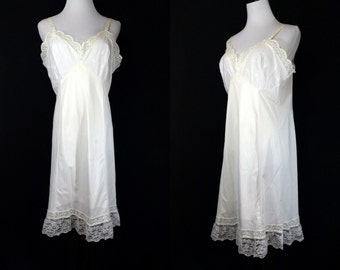 1960s White Full Slip Dress Lacy Sears with Flowers 60s Doesn't Slip